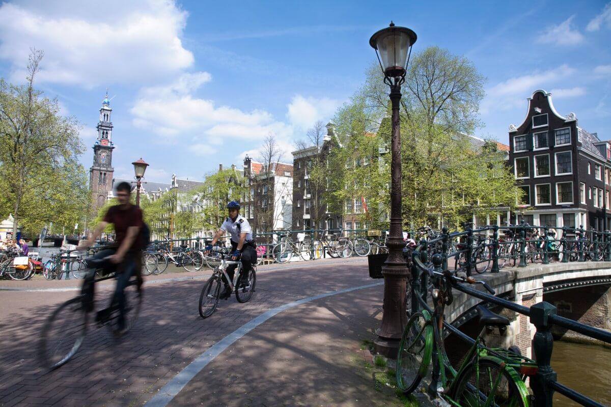 Amsterdam2-e1451911839880